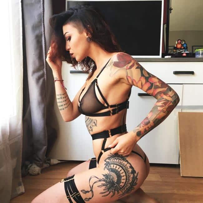 belles femmes tatouées
